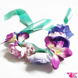 Collare in raso tiffany con fiori rosa e viola